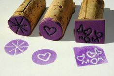 bricolage en papier mousse et bouchons en liège - des tampons encreurs décoratifs