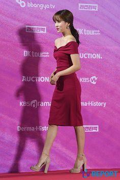 愼 ☼ ριητεrεsτ policies respected.( *`ω´) If you don't like what you see❤, please be kind and just move along. Asian Celebrities, Celebs, Award Show Dresses, Jihyo Twice, Seoul Music Awards, Myoui Mina, Fandoms, Beautiful Asian Women, Asian Woman