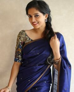 Image may contain: one or more people and people standing Simple Sarees, Trendy Sarees, Stylish Sarees, Fancy Sarees, Kerala Saree Blouse Designs, Half Saree Designs, Saree Blouse Neck Designs, Sari Blouse, Blouse Patterns