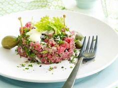 Steak tartaar bistrostijl (Libelle Lekker!) Salsa, Yummy Food, Tasty, Pizza, Ceviche, French Food, Lunches, Finger Foods, Food Inspiration