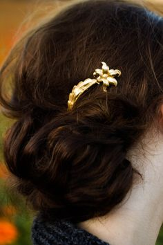 Pretty gold floral hair pin.  Fancy up that messy bun! Gold Tiger Lily Flower Hair Pin Tiger Lily Bobby by luxebuffalo