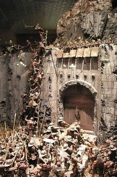 This is an incredible diorama of the Battle of Helms Deep from the Lord of the Rings. Awesome