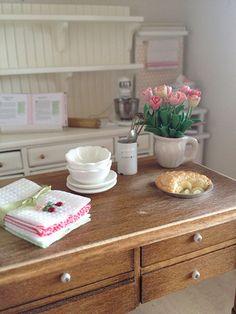Old farm house table 1:12