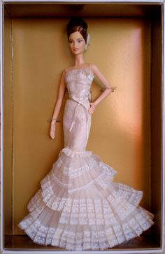 2008  Gold Label  Designer Brides    Vera Wang Bride: The Romanticist Barbie doll captures the luxury, impeccable detailing, and superior workmanship that define Vera Wang. Created under the direction of the designer herself, this lovely Barbie® doll emb mg