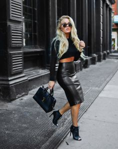 long leather skirt                                                                                                                                                                                 Más