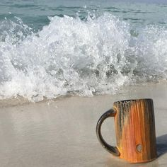 Taking a break wit nature and this beautiful mug. The hurricane is making beautiful waves and the sun is shining bright. Have a great day, I am 💯😀⭐️⭐️⭐️⭐️⭐️ #beach #Florida #clay #ceramics #pottery #waves #hurricane #fun #longweekend