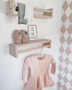 Once upon a pink cloud... Shoppen voor een meisje is zo onwijs leuk. Bij @ouapc vond ik dit toffe jurkje met gave kniekousen in zowel grijs als wit. Dat wordt lekker combineren deze zomer! #wonenaandemadelief #babyinsta #babyclothes #baby #pregnant #kniekousen #dress #babygirl #babykamer #outfitoftheday #babywearing