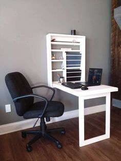Are you struggling in finding ideas to build your own DIY computer desk? Well, if you find this article, you're in luck! Because we have compiled a list of 21 DIY computer desk ideas with plans from around the web for you. Custom Computer Desk, Computer Desk Design, Small Computer, Gaming Desk, Computer Workstation, Computer Nook, Laptop Desk, Desk Organization Diy, Diy Desk