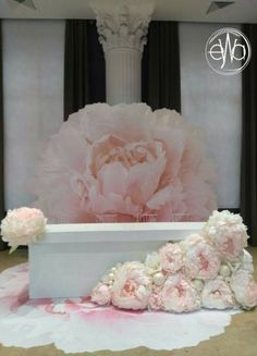 ✔ 30 how to use giant paper flowers at your wedding 00014 Diy Wedding Backdrop, Diy Backdrop, Paper Flower Backdrop, Diy Wedding Decorations, Flower Decorations, Backdrops, Paper Flowers Wedding, Wedding Paper, Romantic Flowers