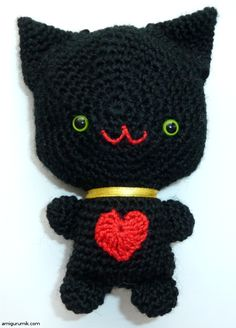 Black Cat Amigurumi - free pattern in Russian (See my Crochet Stitches board for the Russian crochet guide) Амигуруми Кот С Сердечком