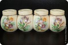 Выношу на ваш суд одну из последних своих работ. Наборчик на кухню) Мои любимые цвета. Сделала на одном дыхании) фото 6 Diy Bottle, Bottle Art, Bottle Crafts, Decoupage Jars, Napkin Decoupage, Bottles And Jars, Mason Jars, Jam Jar Crafts, Decoration Shabby