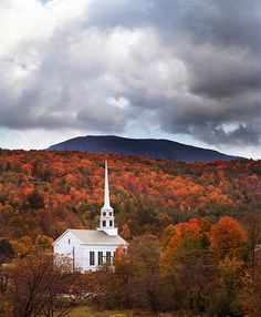 Vermont- what a perfect location for a fall wedding. @Lois Stoltz @Lori B @Leslie Morris OMG I WOULD DIE!!!