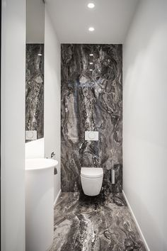 Gorgeous Bathroom Lighting Ideas to Make Comfy Room - - Modern Interior Design Guest Toilet, Small Toilet, Bad Inspiration, Bathroom Inspiration, Bathroom Light Fixtures, Bathroom Lighting, Bathroom Mirrors, Bathroom Cabinets, Marble Bathrooms