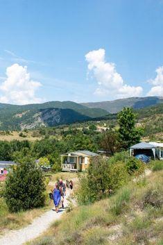 Op zoek naar een mooie camping in de Provence? In deze blog zet ik een aantal mooie campings voor je op een rijtje! #camping #frankrijk #provence Camping Provence, Health Department, Camping With Kids, France Travel, Glamping, Golf Courses, Places To Go, Road Trip, Country Roads