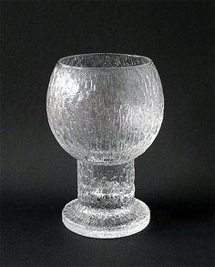 Kekkerit: maljakko Sarpaneva, Timo, Iittala | Designlasi.com Glass Design, Design Art, Harry Potter Decor, Bukowski, Antique Glass, Decorative Objects, Finland, Dinnerware, Glass Vase