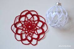 Free the bauble!  After making a dozen of the sweet, traditional, crocheted Christmas balls, my mind refused to follow the patterns. My plan was to create a pattern for a big ball in the trad…