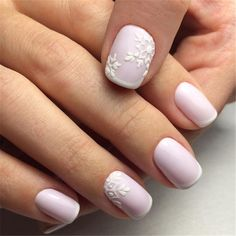 False nails have the advantage of offering a manicure worthy of the most advanced backstage and to hold longer than a simple nail polish. The problem is how to remove them without damaging your nails. Simple Wedding Nails, Wedding Nails Design, Trendy Wedding, Wedding Manicure, Lilac Wedding, Glitter Wedding, Rhinestone Wedding, Wedding Ideas, Nail Art Hacks