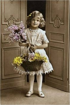 Magic Moonlight Free Images: Ready for The Spring? Magic Moonlight Free Images: Ready for The Spring? Vintage Children Photos, Children Images, Vintage Pictures, Vintage Images, Vintage Mom, Vintage Easter, Shabby Vintage, Vintage Beauty, Vintage Labels