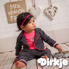 Ze heeft altijd gelijk en ziet er ook nog eens ontzettend leuk uit. Dit casual-nette oufit vind je in de Dirkje wintercollectie 2016/2017♥ #dirkje #babykleding #wintercollectie #roze #dirkjebabywear #meisje #grijs #casualnet