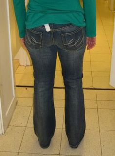 """Tips for avoiding Mom Jeans and the dreaded """"Long Butt"""". Other good jeans tips inside, too!"""