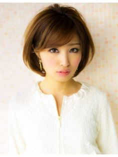 アフロート ジャパン AFLOAT JAPANトップにボリュームのあるナチュラル&エレガントなショートヘア