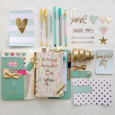 Dale un toque glamoroso a tus útiles escolares con estas ideas, además está hermoso.