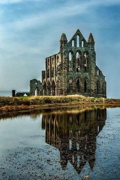 Whitby Abbey. Ruins. Benedictine abbey in North Yorkshire. Originally founded by king Oswiu in 657 AD. Double monastery of nuns and monks. It was the home of the AS poet Caedmon and, at the Synod of Whitby, king Oswiu established that the Roman Church traditions were to be followed in detriment of the Celtic ones. (the calculation of Easter and the tonsure, among others) by Hercio Dias