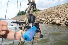 Choosing the best bowfishing arrow is a fairly simple task. For most bowfishing duties, a standard fiberglass arrow will do the job. But for targeting bigger fish and game, carbon can come into play. Whitetail Deer Hunting, Deer Hunting Tips, Deer Hunting Blinds, Hunting Camo, Coyote Hunting, Pheasant Hunting, Hunting Rifles, Turkey Hunting, Archery Hunting
