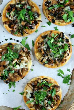 Mushroom Pizzettas with Reduced Balsamic, Authentic Suburban Gourmet Gourmet Recipes, Appetizer Recipes, Whole Food Recipes, Vegetarian Recipes, Cooking Recipes, Healthy Recipes, Appetizers, Vegetarian Steak, Pizza Recipes
