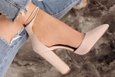 The best shoes for the summer of pairs of shoes .- Лучшая обувь на лето года: пар обуви … The best shoes for the summer of pairs of shoes for the summer, news, trends - Nmd R1, Cute Womens Shoes, Wide Shoes, Women's Shoes, Pantyhose Heels, Beautiful High Heels, Pointed Heels, Wedding Heels, Shoes With Jeans