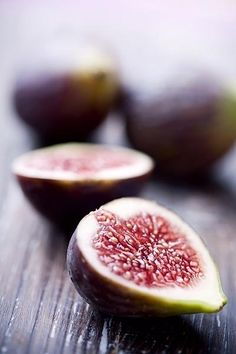 Figs    Figs contain iron, magnesium, vitamins A, B & C, folic acid, zinc, sodium and potassium. They are 80% higher in potassium than bananas!
