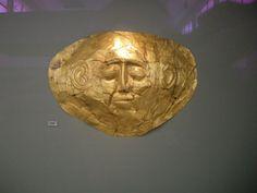 Maschera d'oro, dalle tombe reali di Micene, ca 1600-1550 ca a.C. Atene, museo Nazionale