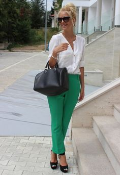 White blouse, green trousers and messy bun. : White blouse, green trousers and messy bun. Office Fashion, Work Fashion, Corporate Fashion, Fashion Design, Street Fashion, Fashion Outfits, Look Office, Office Wear, Casual Office