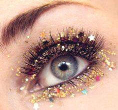Glitter eye makeup -nye make up Beauty Blogs, Beauty Make-up, Beauty Products, Unique Products, Skin Products, Glitter Face, Glitter Eye Makeup, Gold Glitter, Glitter Stars