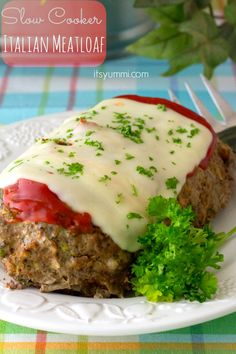 Craving comfort food but working to maintain your healthy eating goals? You should try this recipe for Slow Cooker Low Carb Italian Meatloaf. With zucchini instead of breadcrumbs, you'll boost your veggie count while keeping the carb count low. #CrockPot #SlowCooker #Recipe #Meatloaf #LowCarbs