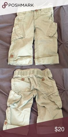 Baby Gap Capris in Olive Green in 18-24 mo. Baby Gap cargo capris in olive green khaki with brown button details. Size 18-24 mo. GAP Bottoms Casual
