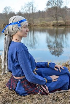 *Medieval Slavic costume of Ancient Russia: Vyatichi Viking Garb, Viking Dress, Historical Costume, Historical Clothing, Viking Clothing, Russian Culture, Early Middle Ages, Medieval Costume, Period Costumes
