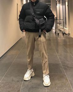 Men's streetwear outfit, balenciaga triple-s sneakers Urban Outfits, Mode Outfits, Retro Outfits, Fashion Outfits, Sport Outfits, Summer Outfits Men, Stylish Mens Outfits, Casual Outfits, Classic Outfits