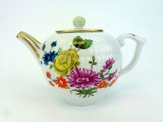 Beautiful #vintage porcelain teapot - Great decorative piece from #GreatSkyGifts! Order today and be sure to check out our entire collection of designer clothing, home decor and more: http://stores.ebay.com/Great-Sky-Gifts/_i.html?rt=nc&_sid=36928141&_trksid=p4634.c0.m14.l1581&_pgn=3
