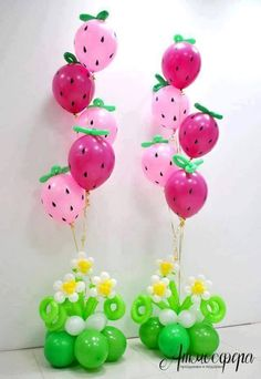 Sweet Strawberry balloon centerpieces Beautiful decoration for a summer party or Strawberry Shortcake fan Design brought to you by Balloon Flowers, Balloon Bouquet, Balloon Columns, Balloon Arch, First Birthday Parties, First Birthdays, Ballon Arrangement, Deco Ballon, Party Mottos