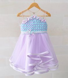 Party dress pattern kids ideas for 2019 Frocks For Girls, Kids Frocks, Little Girl Dresses, Girls Dresses, Flower Girl Dresses, Frock Design, Dress Anak, Kids Gown, Baby Dress Patterns
