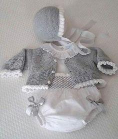 moda infantil made in spain Baby Sweater Knitting Pattern, Baby Knitting Patterns, Knitting For Kids, Crochet For Kids, Baby Girl Dresses, Baby Dress, Knitted Baby Outfits, Baby Girl Patterns, Baby Coat