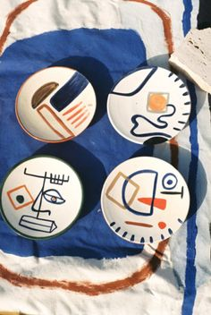 Set of 4 small plates Drawing Practice, Small Plates, Deco, Ceramic Pottery, Handmade Crafts, Bowl Set, Unique Art, Contemporary Art, Nail Designs