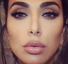 Huda Beauty lashes in Samantha