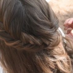 Fish tail braid are perfect for spring ✨ We love doing them for both festival and wedding season 🌸 lange haare festlich halboffen anleitung videos Fishtail Braid Formal Hairstyles For Long Hair, Homecoming Hairstyles, Summer Hairstyles, Braided Hairstyles, Wedding Hairstyles, Braided Updo, Quinceanera Hairstyles, Updo Hairstyle, Protective Hairstyles