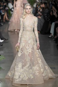 Elie Saab Couture Spring 2015 - Slideshow - Runway, Fashion Week, Fashion Shows… Elie Saab Couture, Couture Mode, Couture Fashion, Runway Fashion, Fashion Week, Look Fashion, Fashion Images, Elegant Dresses, Pretty Dresses