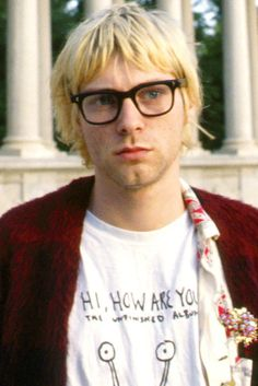 Find images and videos about grunge, nirvana and kurt cobain on We Heart It - the app to get lost in what you love. Kurt Corbain, Kurt And Courtney, Kurt Cobain Short Hair, Donald Cobain, Nirvana Kurt Cobain, Dave Grohl, Rock Legends, Foo Fighters, Pretty Boys