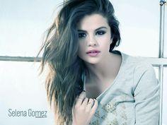 Selena Gomez fait une brève apparition en 2003 dans le film Spy Kids 3 : Mission 3D, qui devient pour elle le premier27. À la suite de cela, la jeune actrice commence à tourner dans des publicités. En 2004, à l'âge de douze ans, Selena Gomez se fait recruter par Disney Channel lors d'une grande audition nationale.
