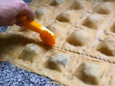 Spinach And Ricotta Ravioli, Vegan Ravioli, Zucchini Ravioli, Pumpkin Ravioli, Spinach Ravioli, Toasted Ravioli, Mushroom Ravioli, Ravioli Dough Recipe, Crockpot Ravioli