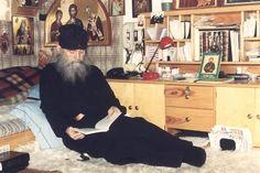 Πνευματικοί Λόγοι: Γέρων Εφραίμ Φιλοθεΐτης: «Βλέπουμε τούς ἁγίους νά ... Arizona, Byzantine Icons, Orthodox Christianity, Orthodox Icons, Sacred Art, Christian Faith, Ikon, Prayers, Father